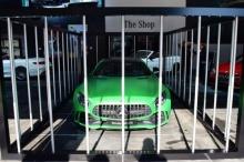 ดุดันก้าวร้าว!? Mercedes-AMG เตรียมเปิดตัว AMG GT R ด้วยการจอดไว้ในกรง