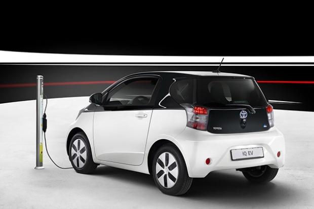 Toyota ชี้รถพลังไฟฟ้าระยะใกล้มีต้นทุนถูกกว่ารถไฮบริด